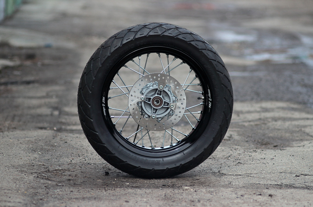 Seven Fifty caferacer Wheels spokes and rims Part 2