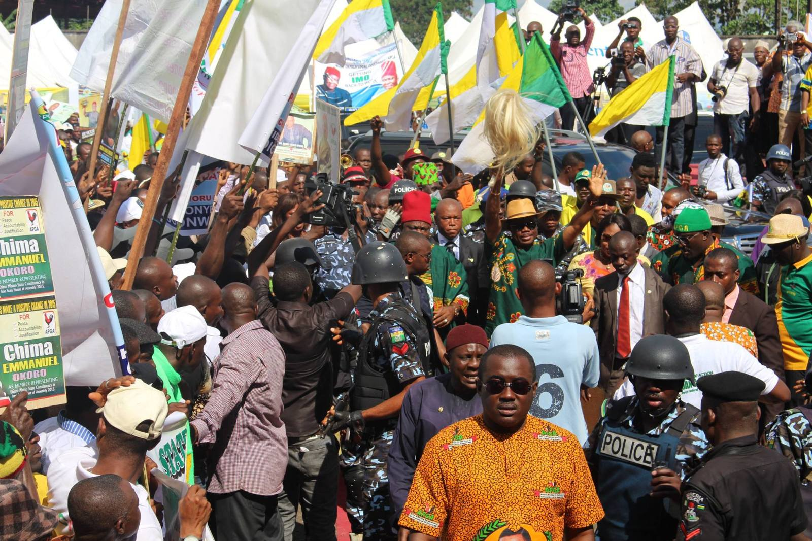 Anambra Gov Poll: How Journalists Lied Gun Men Held Obiano's Convoy Hostage At Ihiala Campaign Rally