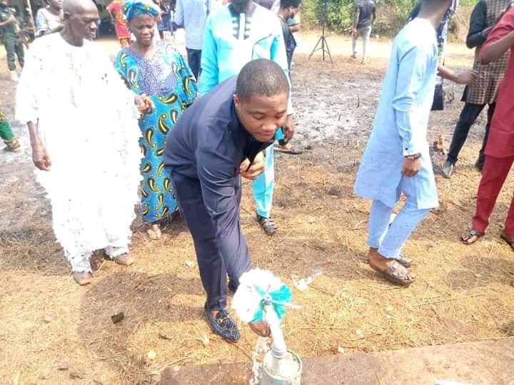 Etin Odiase congratulates Comrade Bright Iyamu on borehole donation