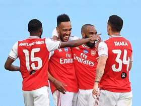How did Arsenal beat Manchester City with 2:0?