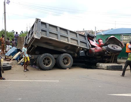 Four Dead, Four Injured As Bus Rams Into Trailer In Benin