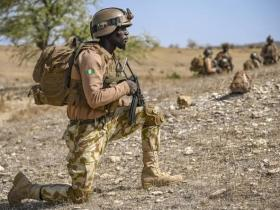 Nigeria Army holding bodies of Dead Soldiers killed by Boko Haram