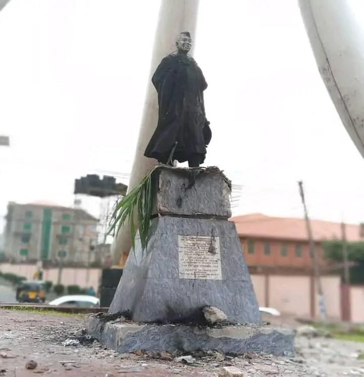Zik's Monument