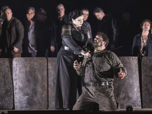 Nabucco_Csilla Boross (Abigaille) Luca Salsi (Nabucco)_Yasuko Kageyama, Opera di Roma Caracalla 2016_9637
