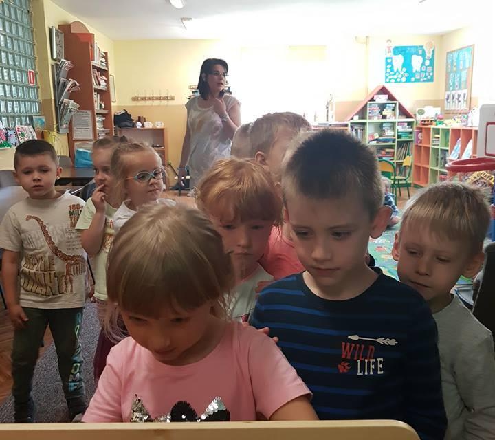 Przedszkolaki w Filii Bibliotecznej w Domanicach