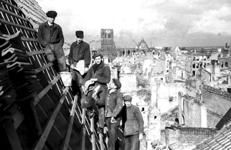 Odbudowa Głównego Miasta. Widok z dachu kamienicy przy Chlebnickiej (fot. J. Uklejewski, ze strony Facebookowej Gdańsk, Strefa Prestiżu).