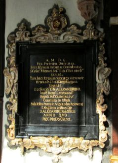 pamiątkowa tablica w krużgankach, gdzie nastąpiło przekazanie dokumentów
