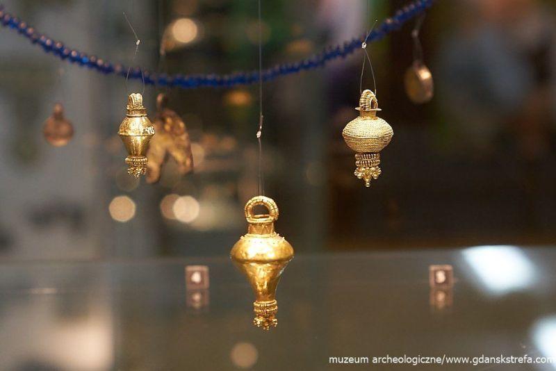 Wisiorki złote z II w. n.e.