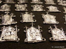 Gdańskie plakietki pielgrzymie z wykopalisk na Targu Siennym