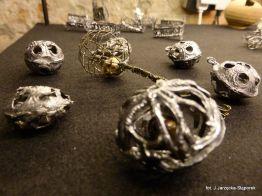 Grzechotki z wykopalisk na Targu Siennym