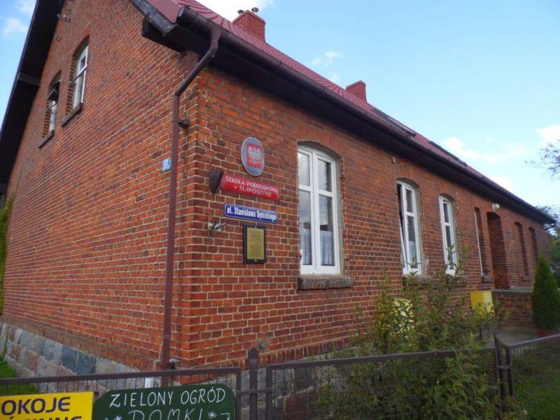 Szkoła w Sławoszynie, autor zdjęcia: nieznany