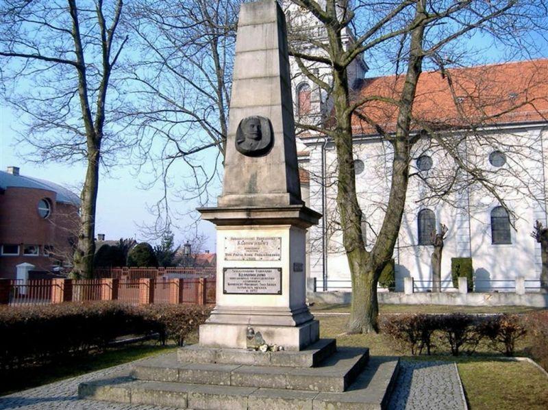 pomnik; autor zdjęcia nieznany