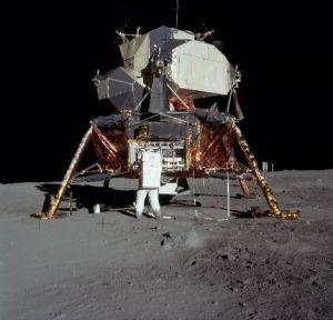 Lądownik Eagle na powierzchni Księżyca