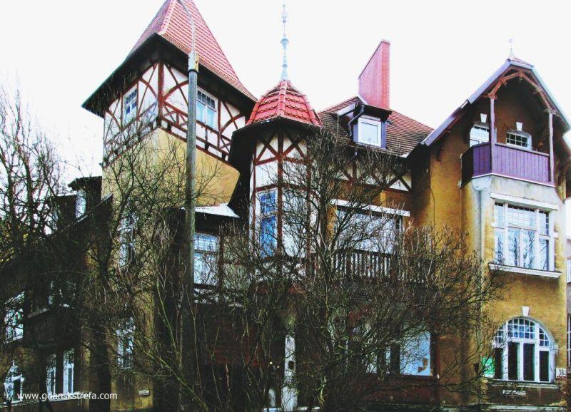 Tutaj przy Jaśkowej Dolinie 38-42 funkcjonowała do połowy XIX w. przetwórnia popiołu produkująca potaż i wajdaż.
