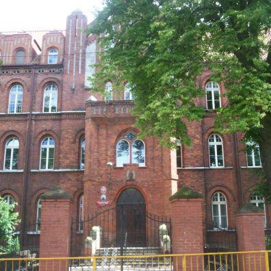 fasada z głównym wejściem
