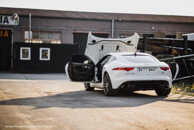 Jaguar F - Type R