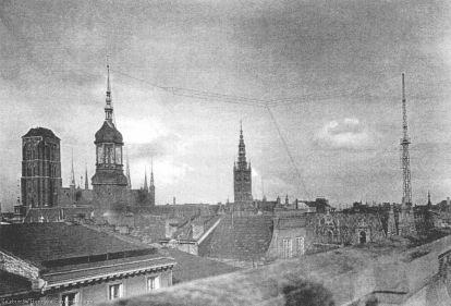 Antena nadawcza na dachu gdańskiej poczty przy ul. Długiej (ze zbiorów Henryka Berezowskiego)