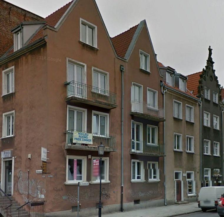 Odbudowany na przełomie lat 50 i 60 fragment ul Grobla. Współczesne budownictwo nawiązujące do dawnych kamienic. widok współczesny