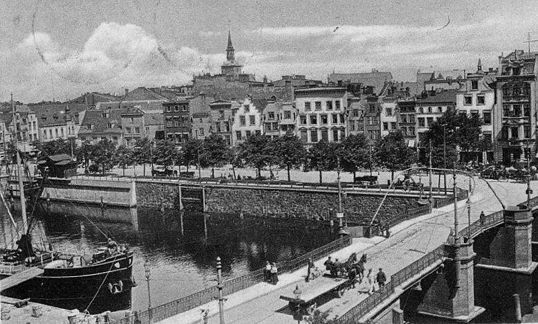 Most Rogoźników i Ulica Szopy, widoczne tory tramwajowe.