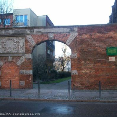 Brama dawnego cmentarza przy ul.Żabi Kruk