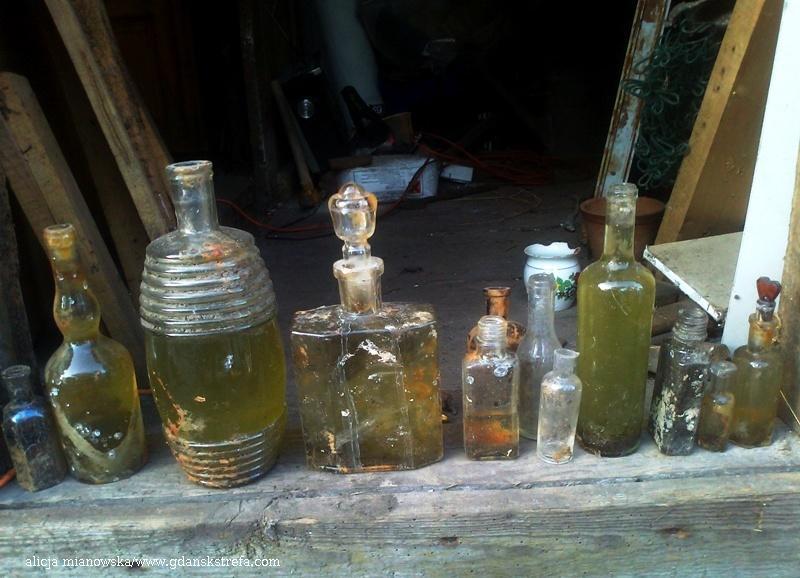 butelki wykopane z działek w NP
