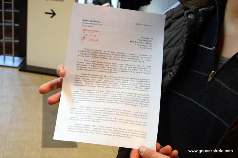 pismo w sprawie usunięcia tablicy z Dworu Artusa