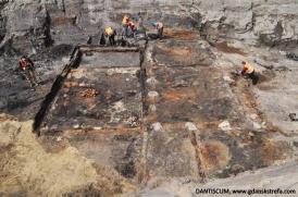 Relikty budynków o konstrukcji szkieletowej XIV-XV w