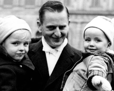 Olof Palme z synami, 1963 r.; źródło: Wikipedia