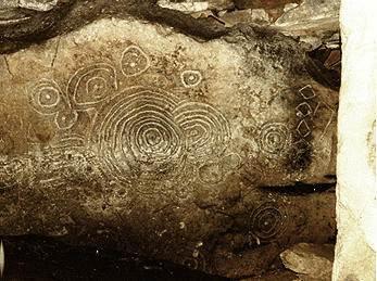 Solarne petroglify w Loughcrew Cairn w Irlandii mogą być świadectwem prehistorycznego zaćmienia Słońca obserwowanego tam w dniu 30 listopada 3340 r. p.n.e.