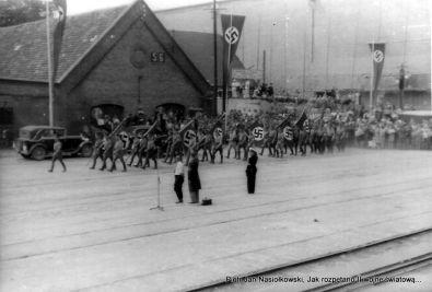 Uroczyste przemówienia powitalne z okazji wpłyniecia w dniu 25 sierpnia 1939 roku do gdańskiego portu Schleswiga-Holsteina.