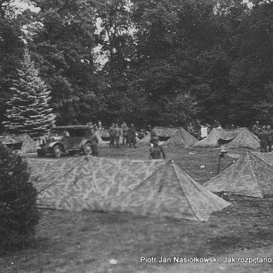 Fot.3. Namioty obozowiska Wehrmachtu przy granicy z Polską