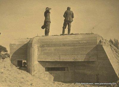 Niemieccy żołnierze na zajętych przez siebie pozycjach polskich nad Widawką