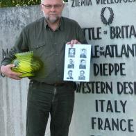 1 listopada, pod pomnikiem w Londynie