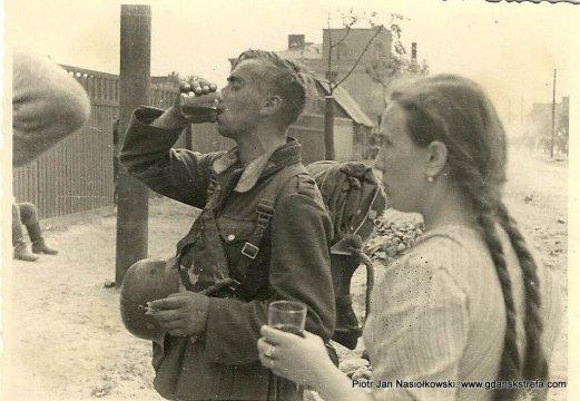 Aleksandrów Łódzki - gaszenie pragnienia niemieckich żołnierzy