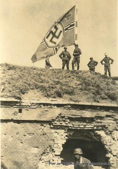 Adolf Hitler na Westerplatte po kapitulacji.