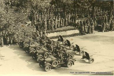 Defilada przed Hitlerem w Alejach Ujazdowskich