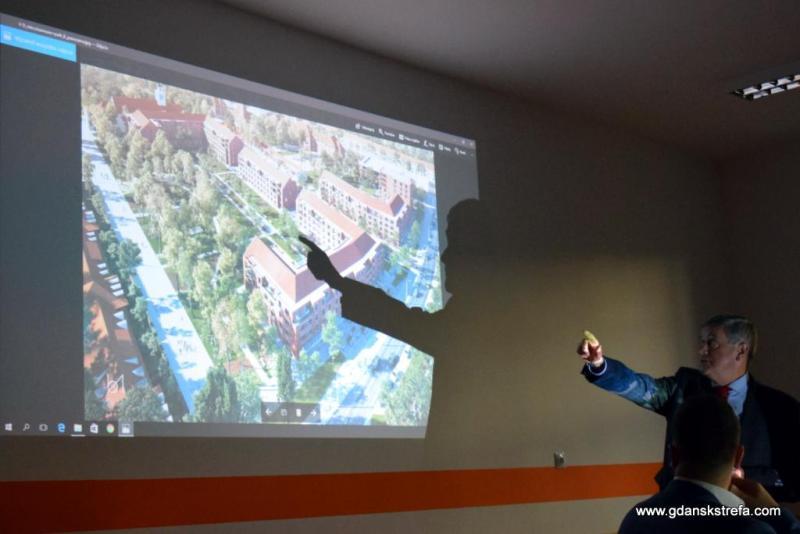 Prezes Zarządu ROBYG, Zbigniew Okoński podczas prezentacji.