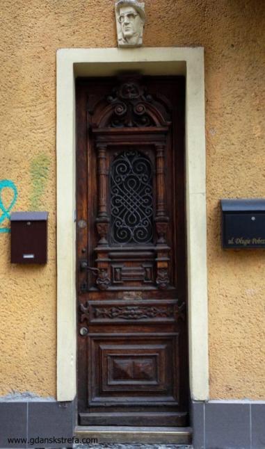 drzwi od strony Pończoszników
