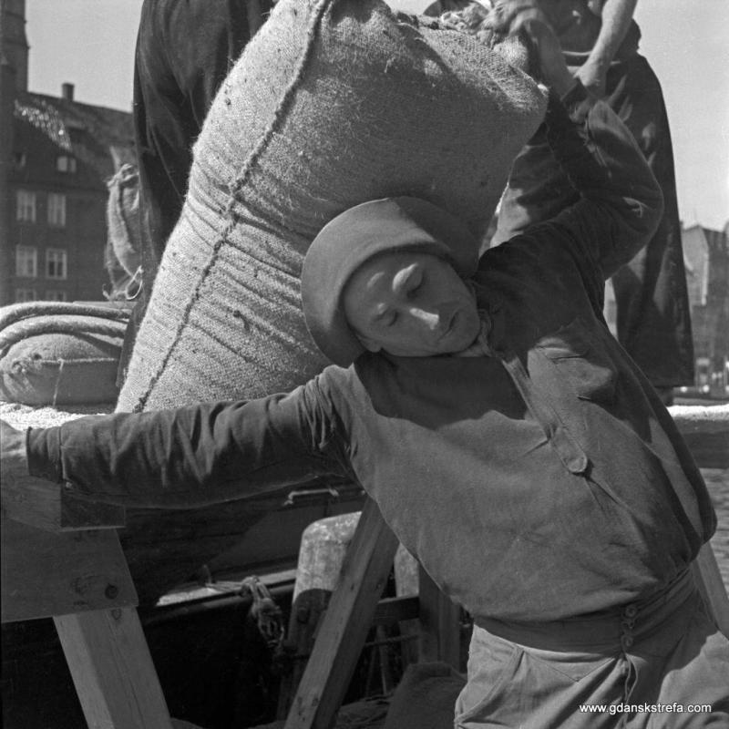 Tragarz fotografia z 1930 roku. fot. Heinrich Lammel