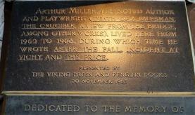 Tablica poświęcona dramaturgowi Arthurowi Millerowi