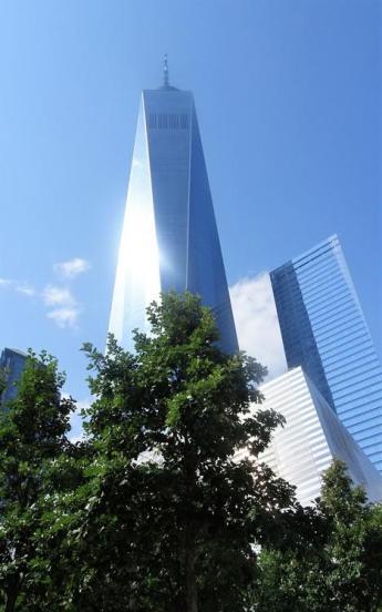 WTC 1, obok WTC 7