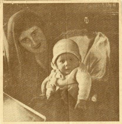 Rita ze swoją córką Romaną w pociągu podczas podróży na wizję lokalną.