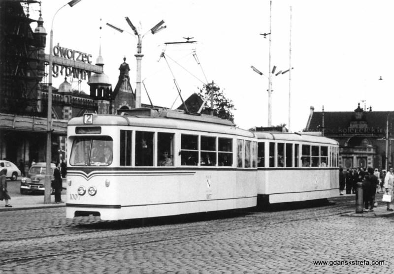 Powojenny tramwaj w jasnych barwach. Rok 1966