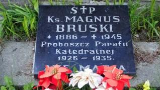Grób ks. Magnusa Bruskiego