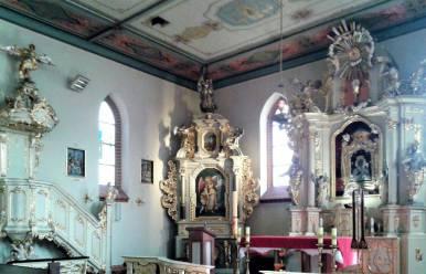 Wnętrze , ołtarz główny, ołtarz Aniołów Stróżów i ambona.
