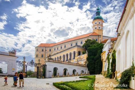 Brama wjazdowa do zamku Mikulova