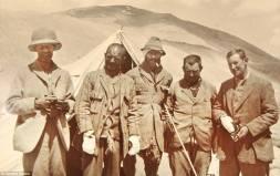Przed atakiem na szczyt, po lewej Strutt