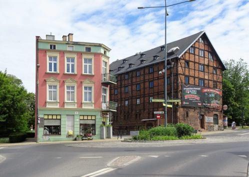 Kamienica i spichlerz Czerwony na dawnym Przedmieściu Grudziądzkim