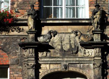 Dom Żeglarzy, portal, widać stary numer serwisowy 966