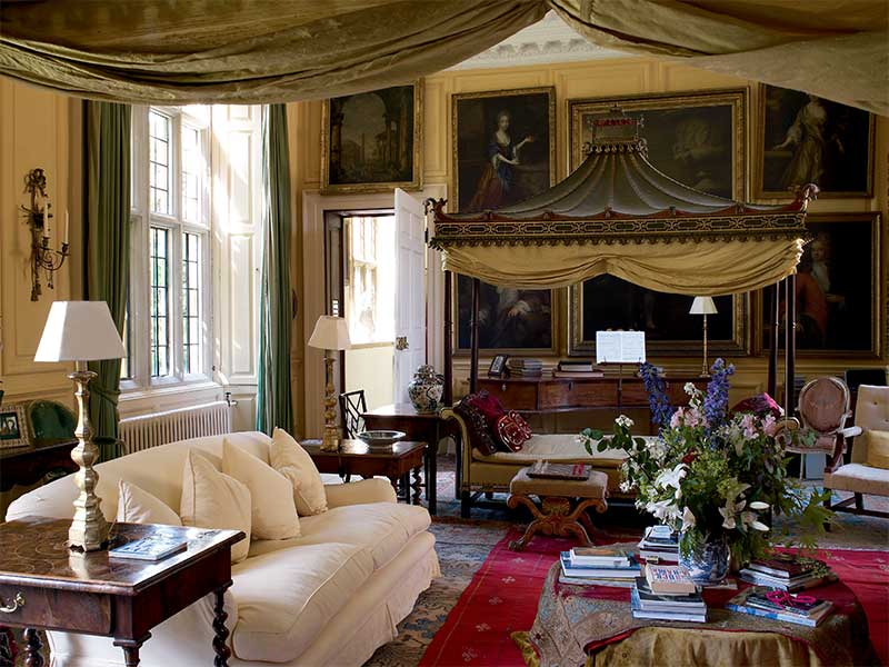 THE DRAWING ROOM: English Country House Decoration at Stanway House
